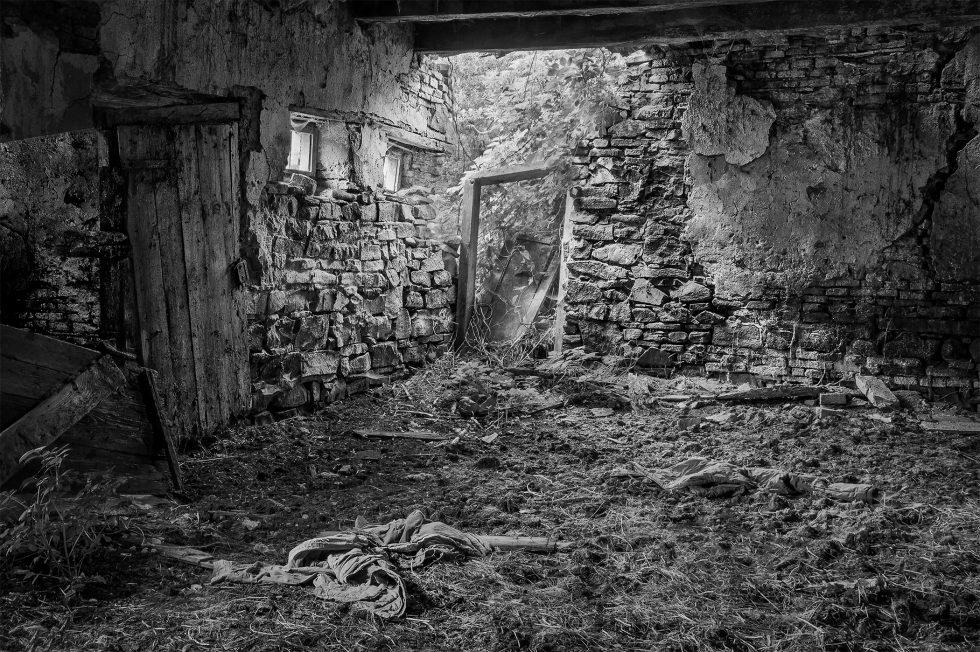 Crumbling, Gherdeal, Romania