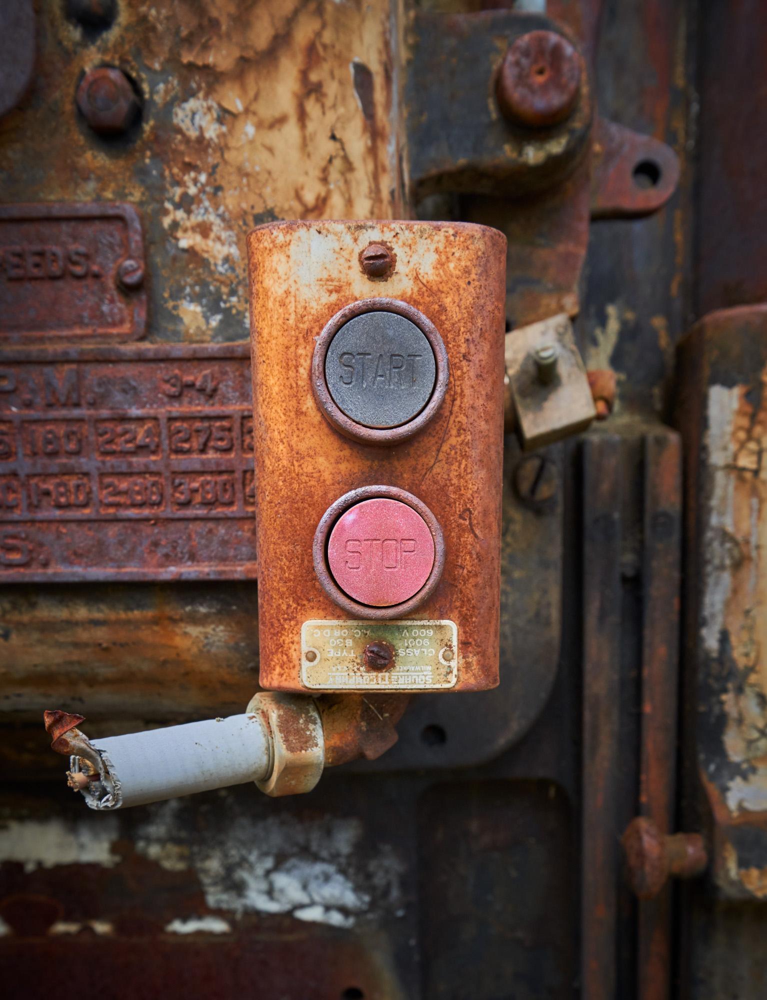 Start - Stop. Gotta love that red button