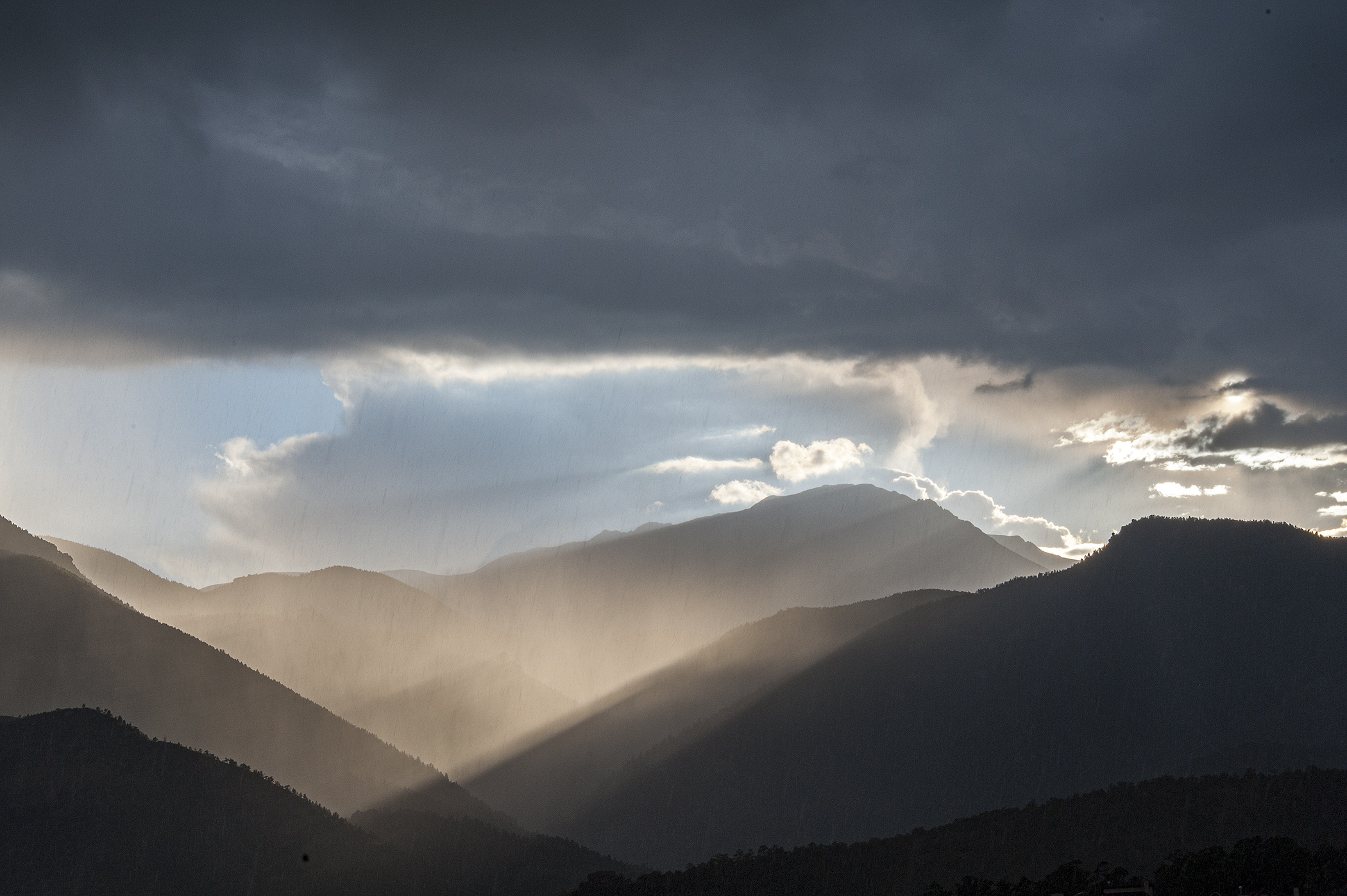 Fog-in-the-Valleys