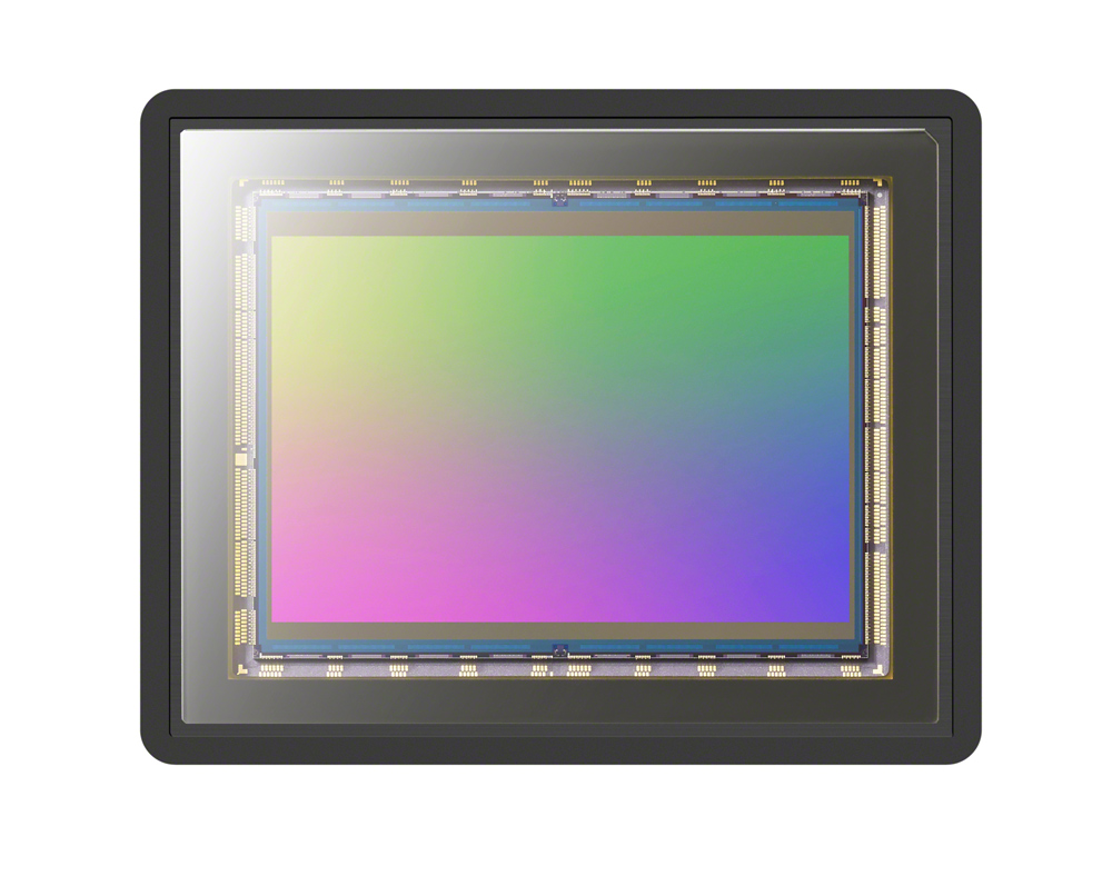 New 50.1-megapixel (approx., effective) full-frame stacked Exmor RS™ CMOS image sensor
