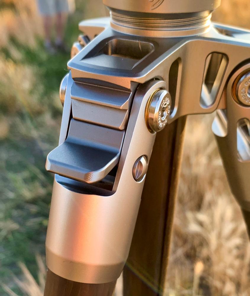 The leg adjustment locks