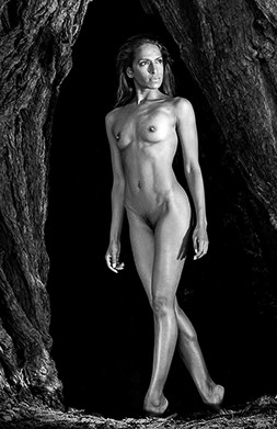 Mendo Nude